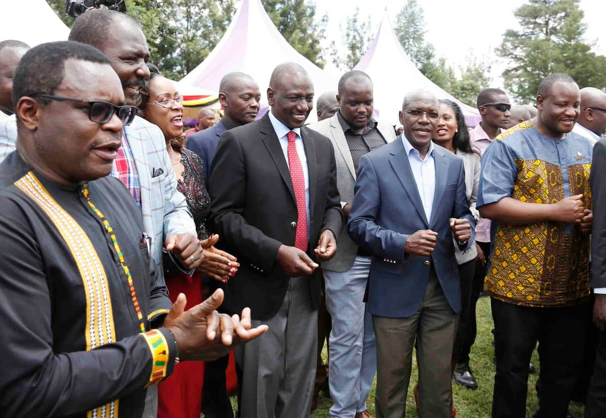 William Ruto in his hustler element, takes tea and chapo in kibanda in Mumias