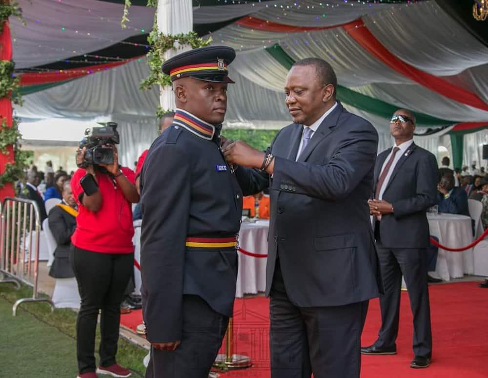 Uhuru awards HSC to Marsabit police officer who volunteered to taught pupils mathematics