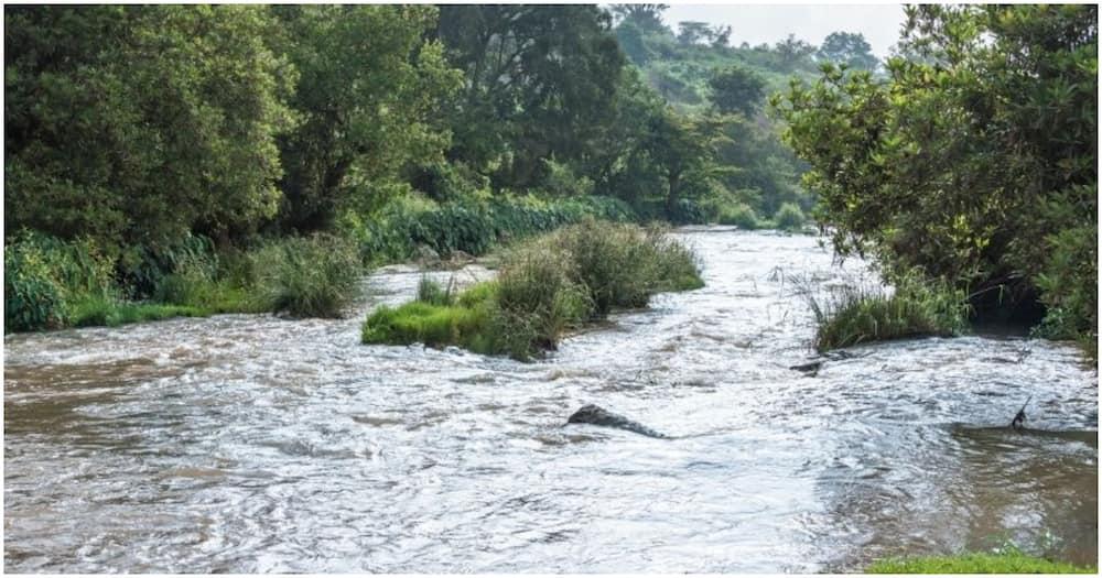 Mwanafunzi atumbukia mto Nyamindi akipiga picha