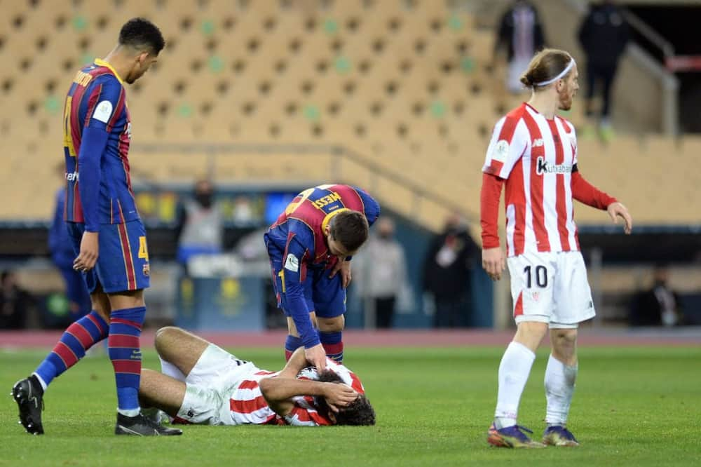 Photo of Lionel Messi checking opponent's pulse after slapping him tickles fans online