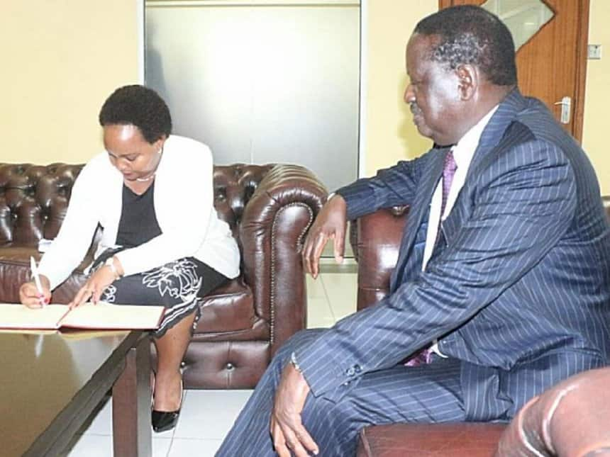 Governor Waiguru begins reconciliation with Muthama a day after withdrawing Raila's defamation case