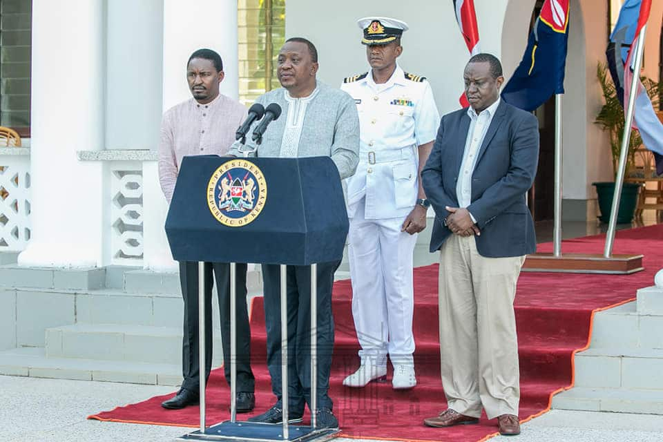 Treasury CS Henry Rotich�s baggy trouser steals show as Uhuru announces new maize price