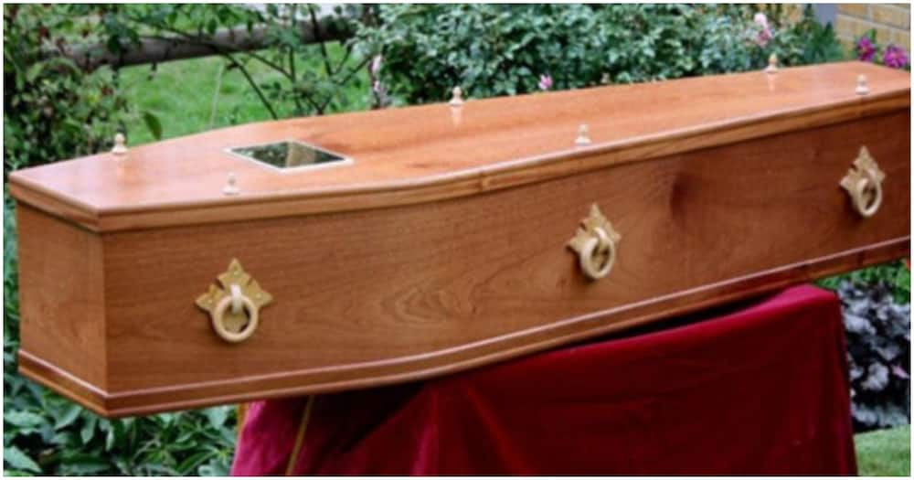 Kakamega: Man Faints, Dies While Reading His Wife's Eulogy During Her Burial