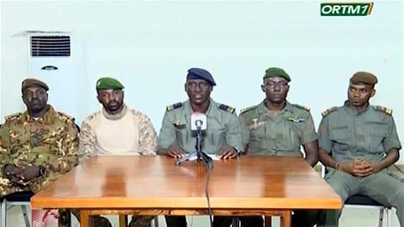 Mali : Watu 2 wajaribu kumdunga kisu Rais wa mpito akiwa msikitini