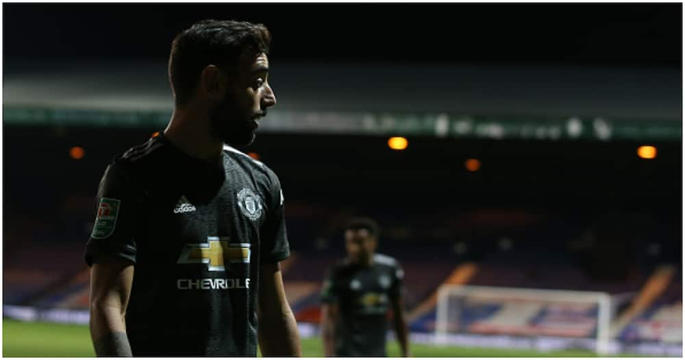Bruno Fernandes seen giving Eric Bailly instructions from sidelines during Luton win