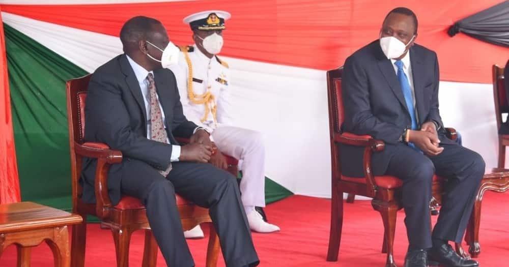 Ruto amepungukiwa ujanja anaweza kujiuzulu, wakili Makau Mutua asema