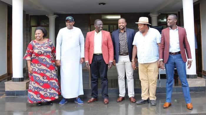 Ferdinand Waititu Arumdia DP Ruto, Aingia Karen Akionekana Kuchapa