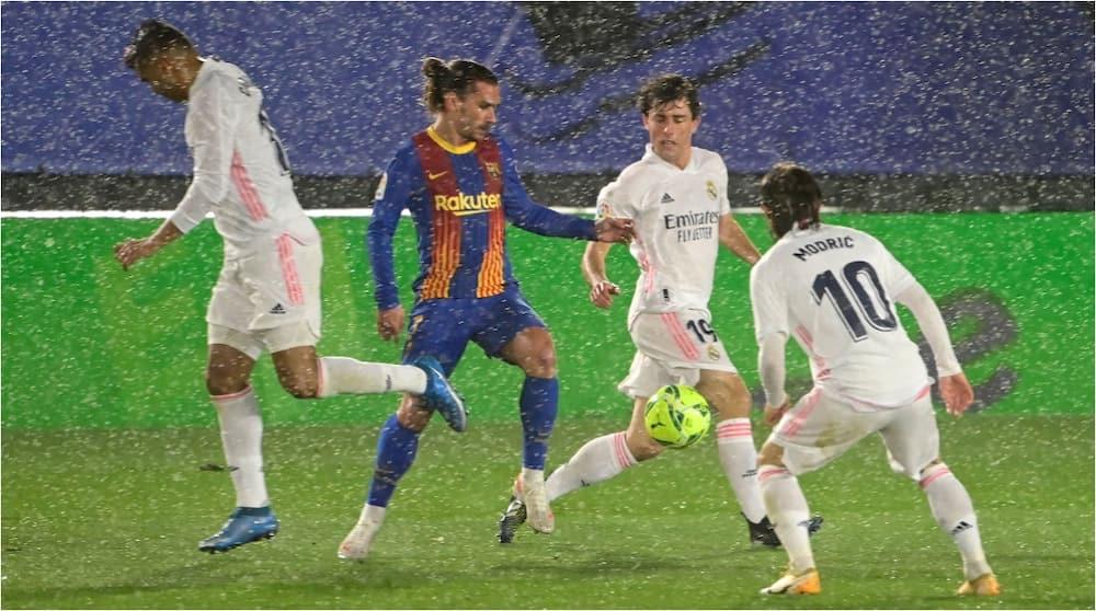 Impressive Real Madrid defeat Barcelona to go top of La Liga standings