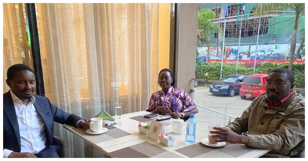 Picha ya Martha Karua, Kiunjuri na Kabando kwenye mkutano yazua hisia mseto