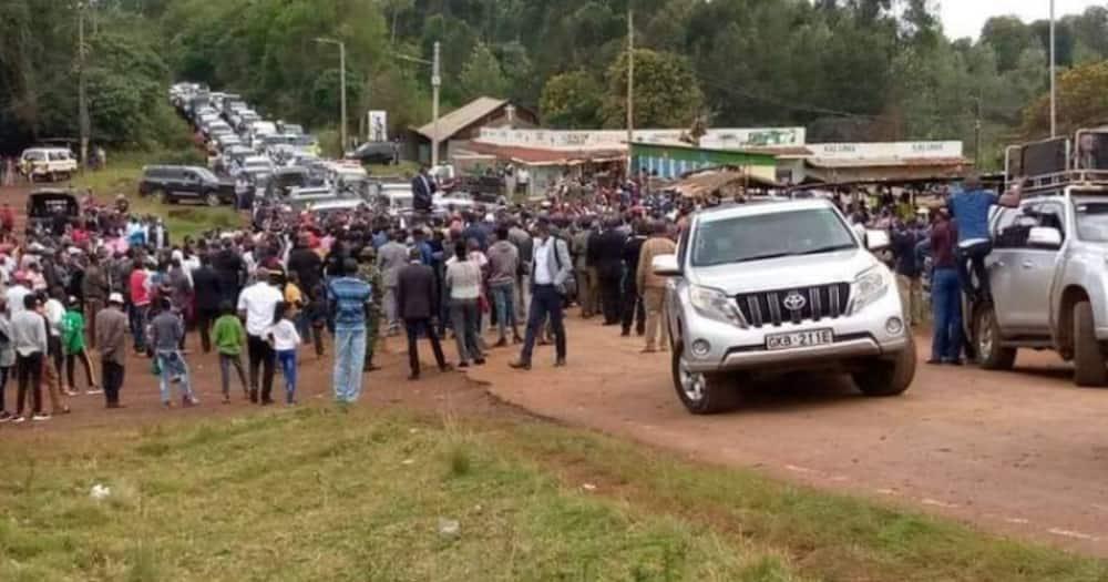 Rais Uhuru apuuzwa Nyeri umati mdogo ukijitokeza huku mkutano wa Ruto ukifurika