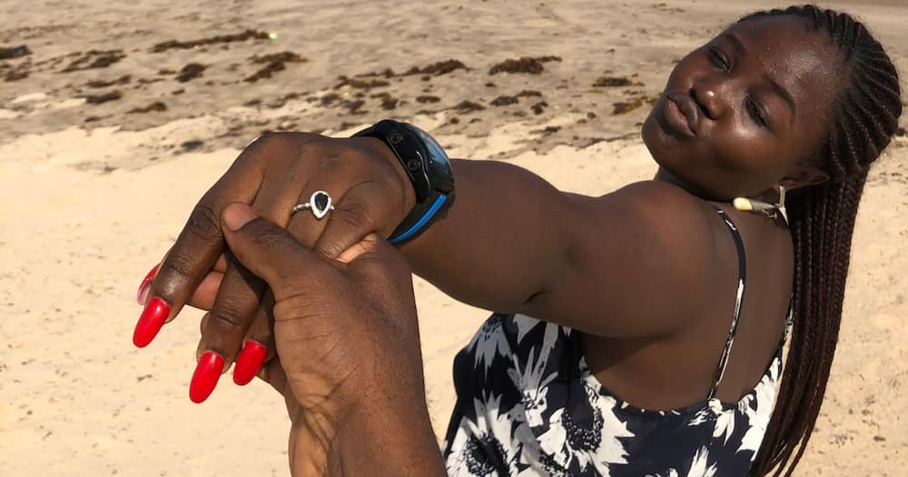 Romantic Man Praised for Asking Lover to Marry Him in Simple Beach Proposal