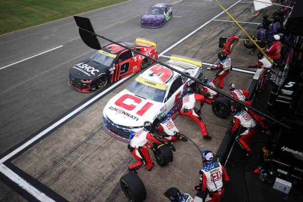 F1 pit crew salaries