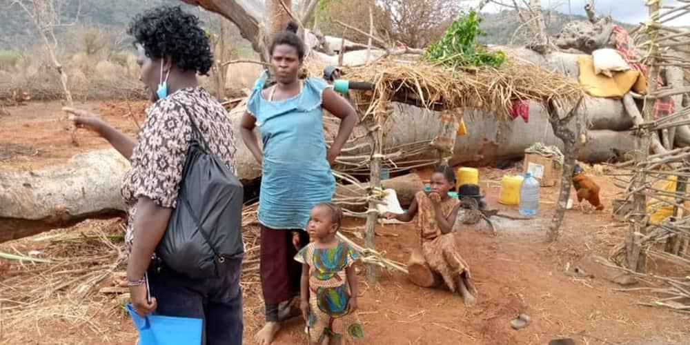 Voi: Mama mjamzito, wanawe 2 waliotelekezwa na baba wanaishi ndani ya gogo la mti