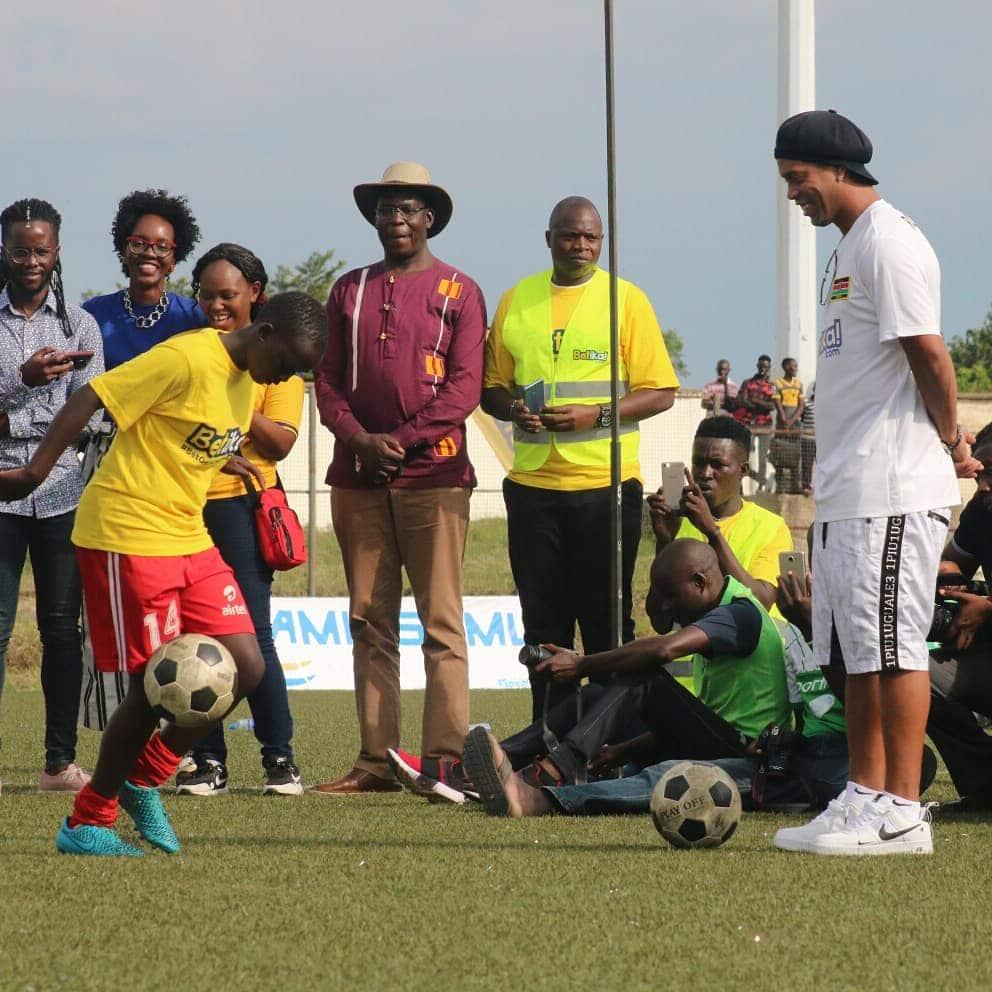 Joga Bonito: Ronaldinho delights Kisumu residents with his skills