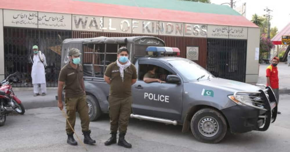 Pakistan: 19 Restaurant Workers Detained after Refusing to Give Police Officers Free Burgers