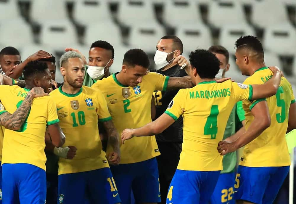 Brazil players celebrate after seeing off Peru during the Copa America. Photo: Buda Mendes.