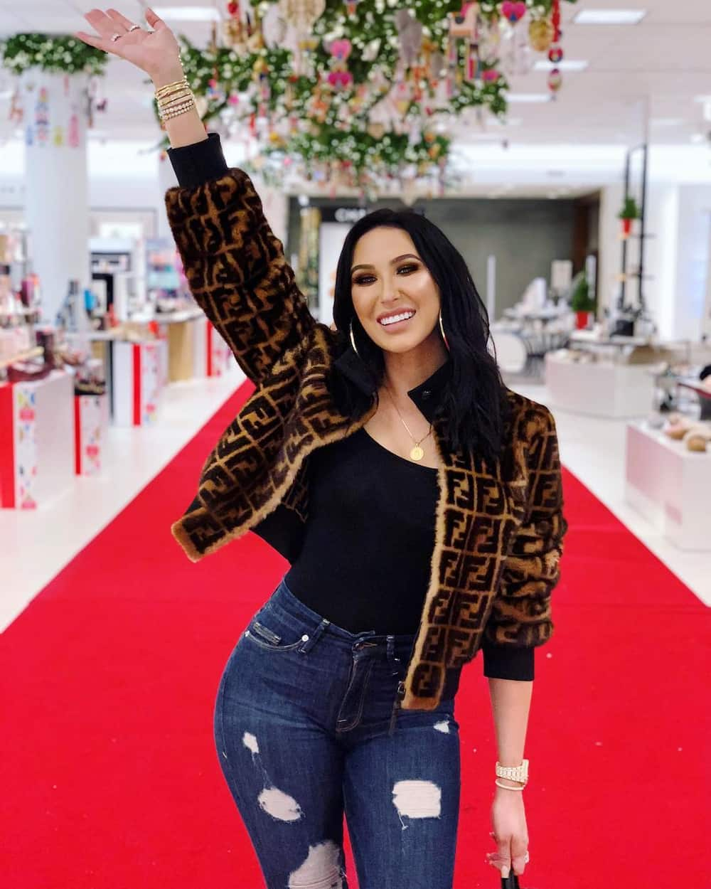 Jaclyn Hill net worth and cosmetics company drama