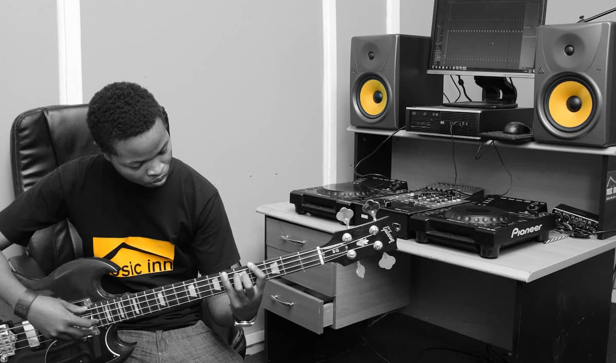 Best piano and guitar lessons in Nairobi, cheap guitar lessons in Nairobi, guitar lessons in Nairobi