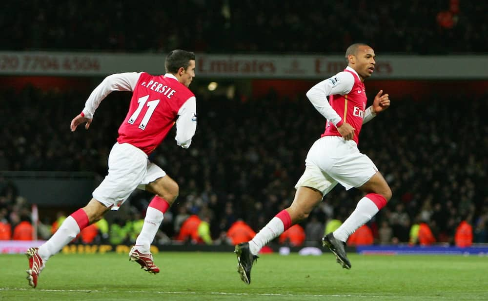 Theo Walcott snubs Thierry Henry, names 1 big striker better than him at Arsenal