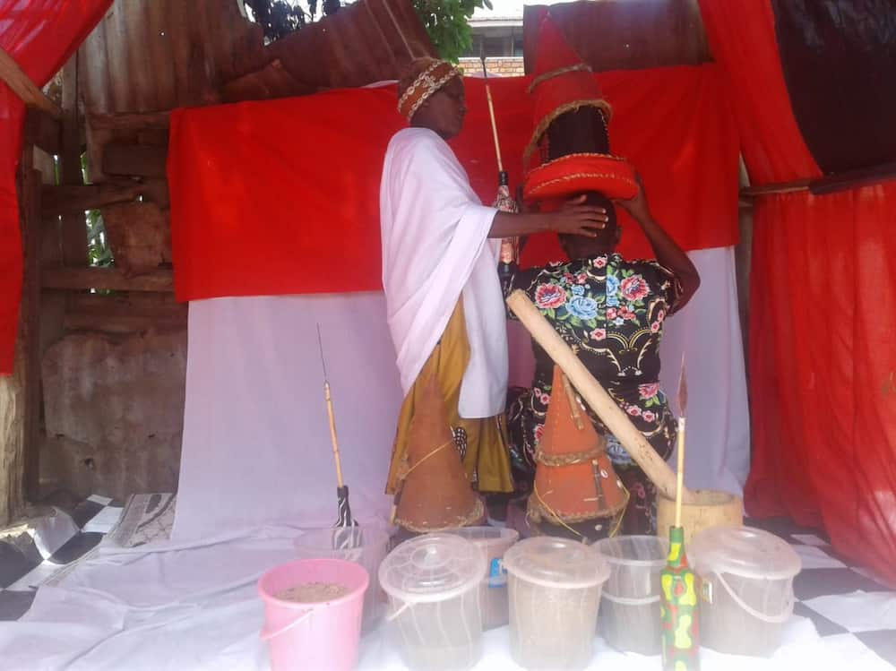 Kisii woman catches hubby busy under the sheets with prayerful house help