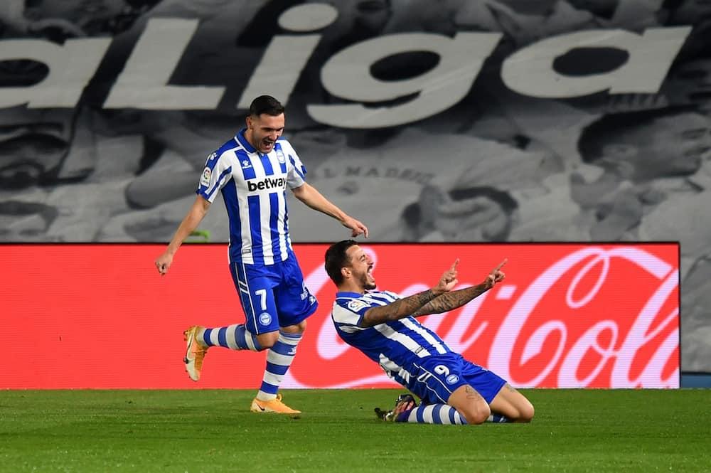 Real Madrid vs Deportivo Alaves: Lucas Perez scores in 2-1 defeat for Los Blancos