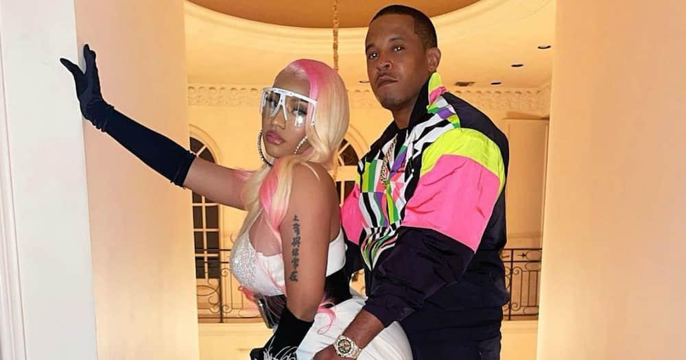 "Nicki Minaj stuns in makeup-free video: ""She's naturally beautiful"""