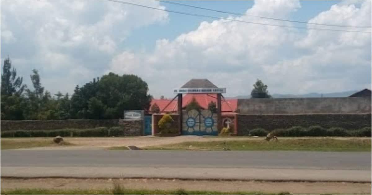 Mwanamke mwenye uja uzito wa miezi 6 alivamia kanisa kusitisha ndoa ya mpenziwe