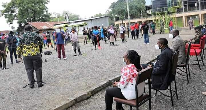 Shiro sasa: Rais Uhuru Kenyatta achangamka kuongea na mrembo wa Elburgon