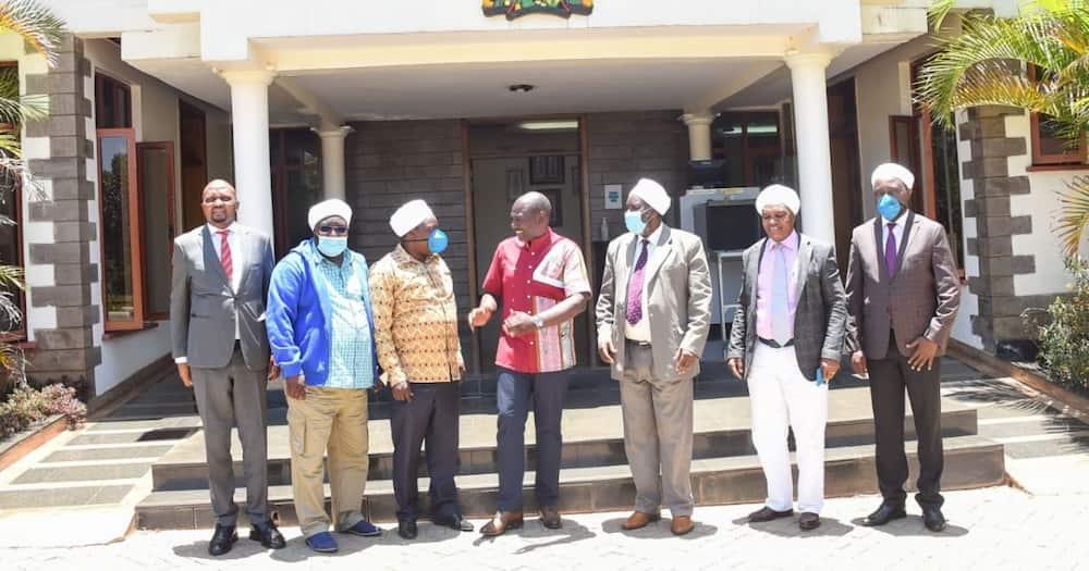 Maskless William Ruto, Moses Kuria Meet Akorino Pastors for Prayer Session