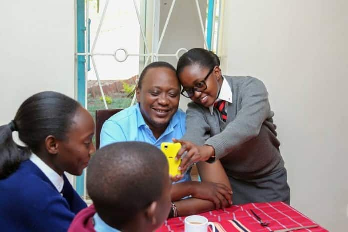 President Uhuru demonstrates his humility again by freely mingling with Kenyans at church service