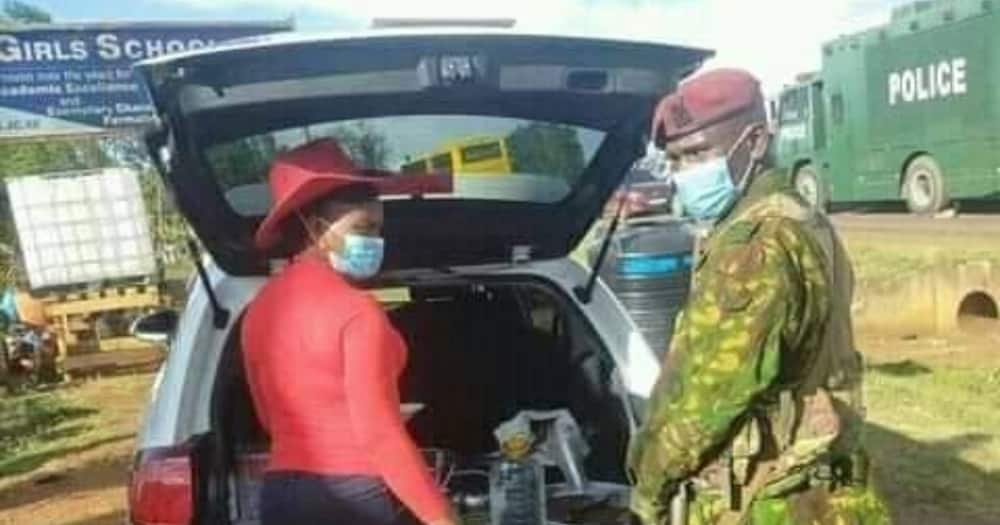 Kind Lady Prepares Nice Meal for Police Officers Manning Thika Roadblock as Appreciation