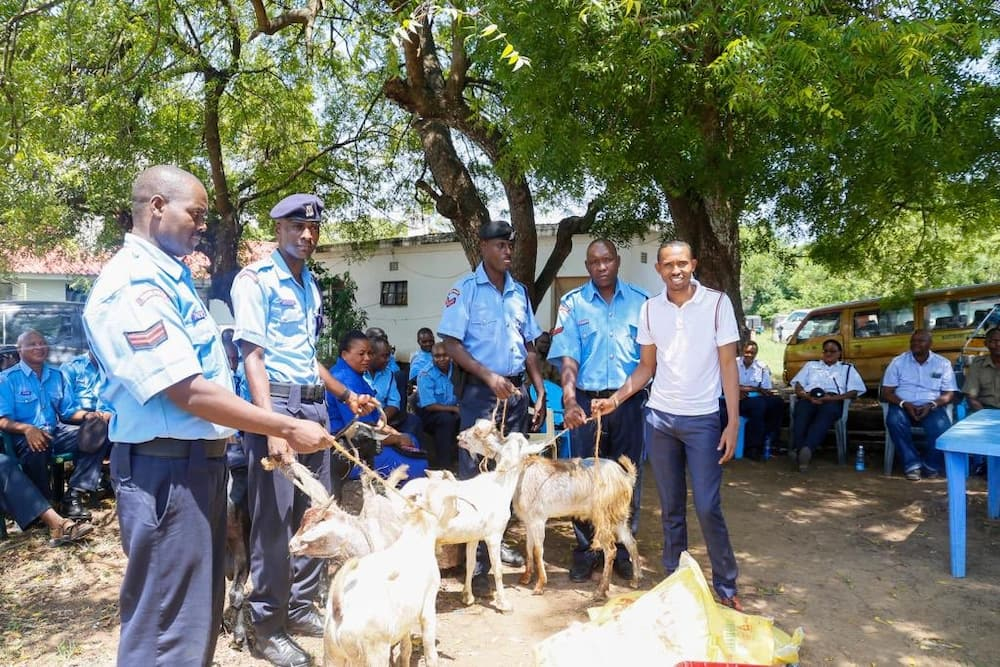 MP Moha Jicho Pevu gives police officers goats, KSh 100K as early Christmas gift