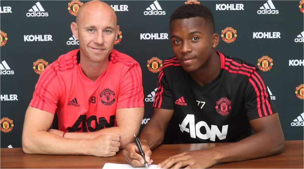 Ethan Liard: Manchester United confirm young defender will proceed to Mk Dons on loan
