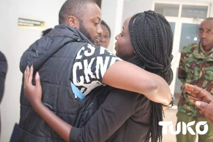 TV girl Jacque Maribe, detained lover Jowi in tight romantic embrace before cameras