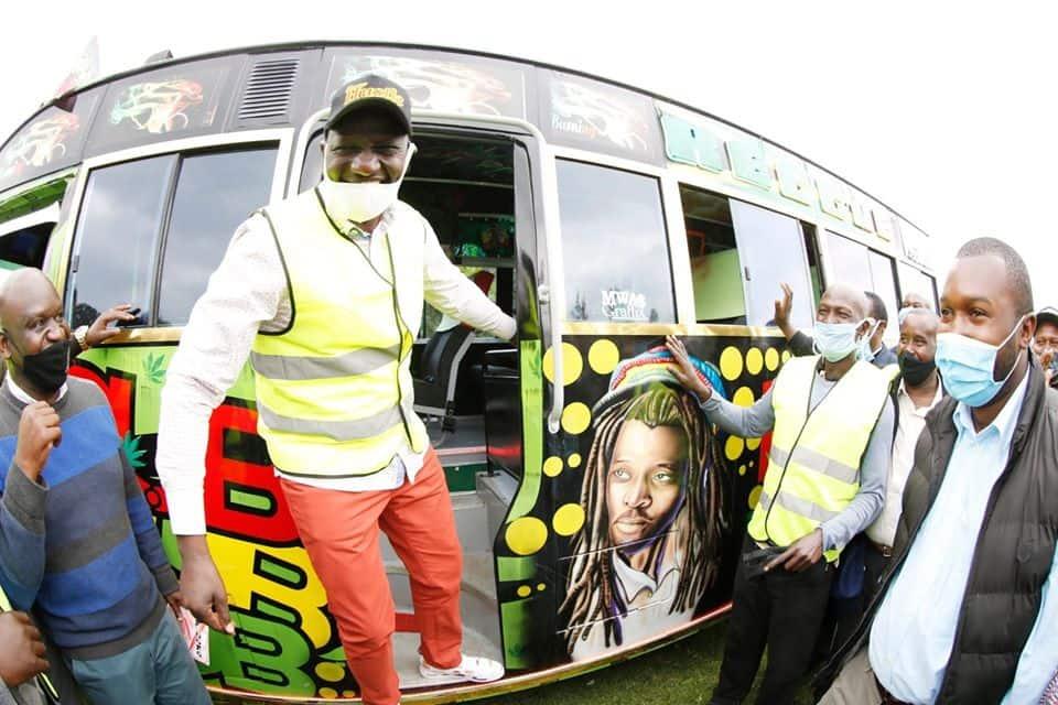 Wahudumu wa bodaboda wapata basi kutoka kwa DP Ruto