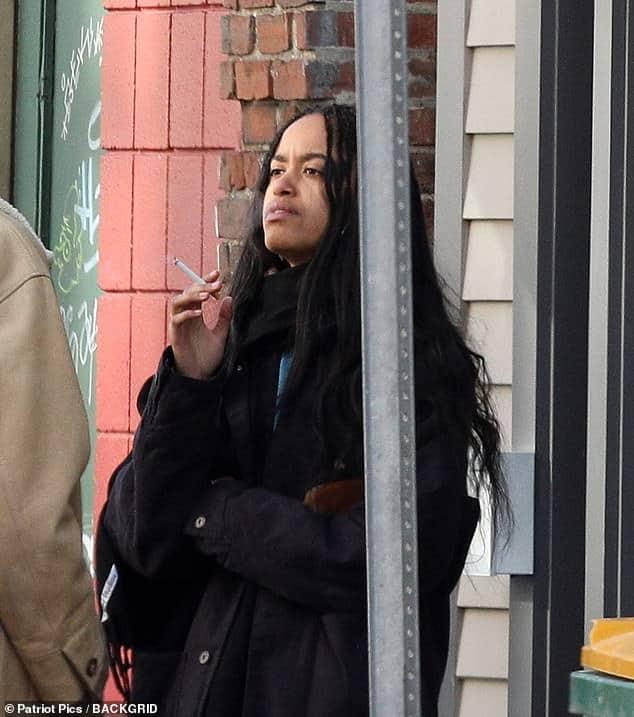 Barack Obama's daughter Malia photographed smoking cigarettes with British boyfriend