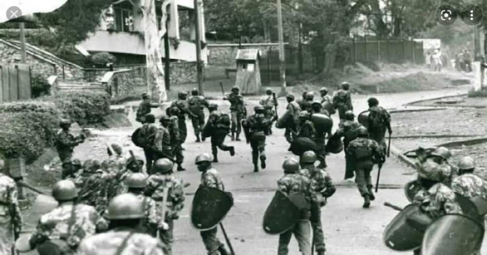 Anti-riot police officers disperse anti-KANU protestors during the Saba Saba Liberation struggle. Photo: Rodgers Kipembe.