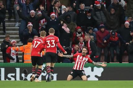 Charlie Austin on fire as Southampton end Arsenal's 22-match unbeaten streak in 5-goal thriller