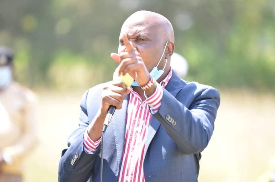 Moses Kuria slams Sonko for insulting Uhuru