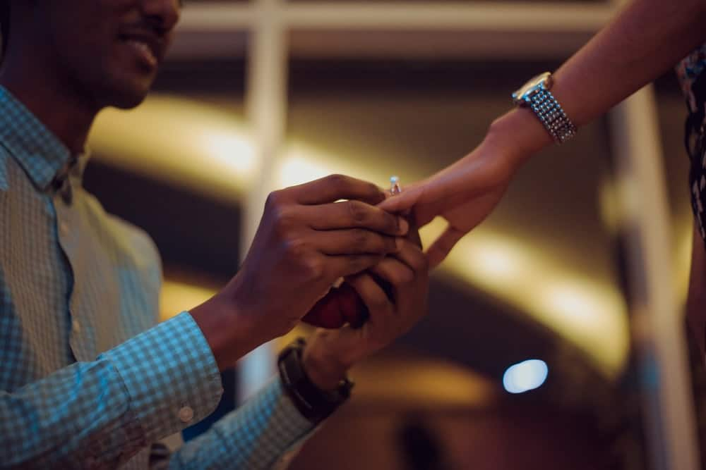 Lady goes down on one knee to propose marriage to her long time boyfriend in public