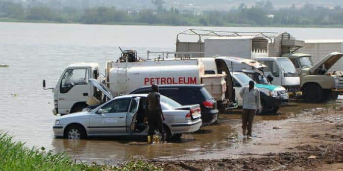 Kisumu governor bans car washing on shores of Lake Victoria in fight agains water hyacinth