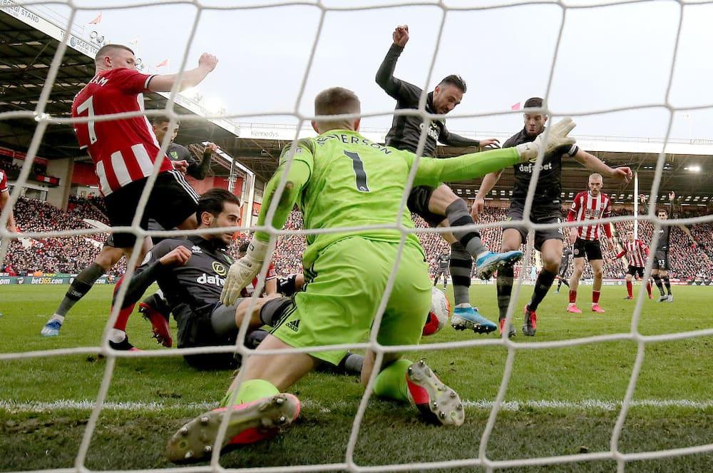 Dean Henderson: Chelsea eye move for Man United keeper