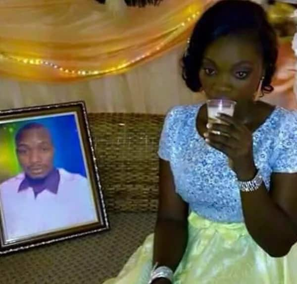 Beautiful bride marries a portrait, hugs and kisses her absentee 'husband' (photos)
