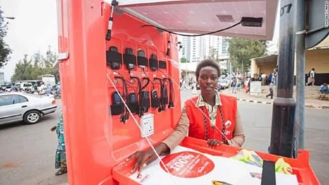 See the solar cart that can charge up to 80 phones at a time