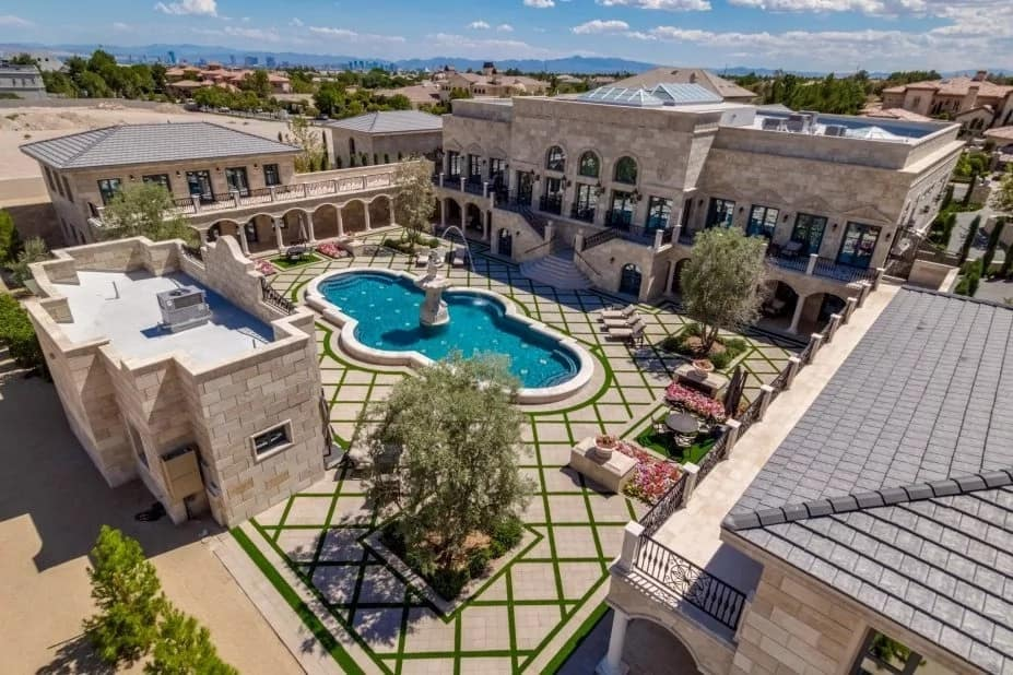 Floyd Mayweather shows off new mansion in Las Vegas desert