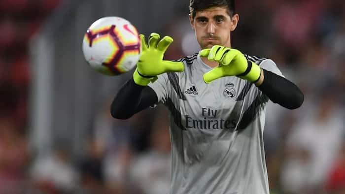 Real Madrid fans send an important message to ex-Chelsea goalkeeper Thibaut Courtois