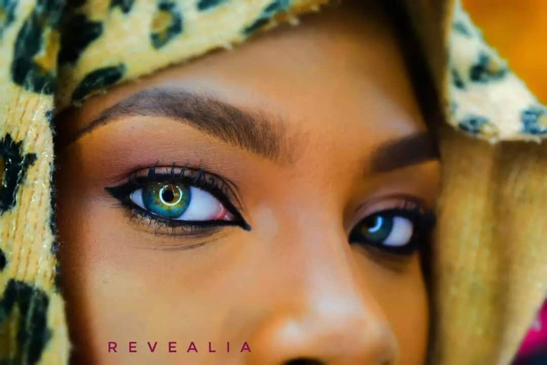 More photos of girl with multi coloured eyes emerge